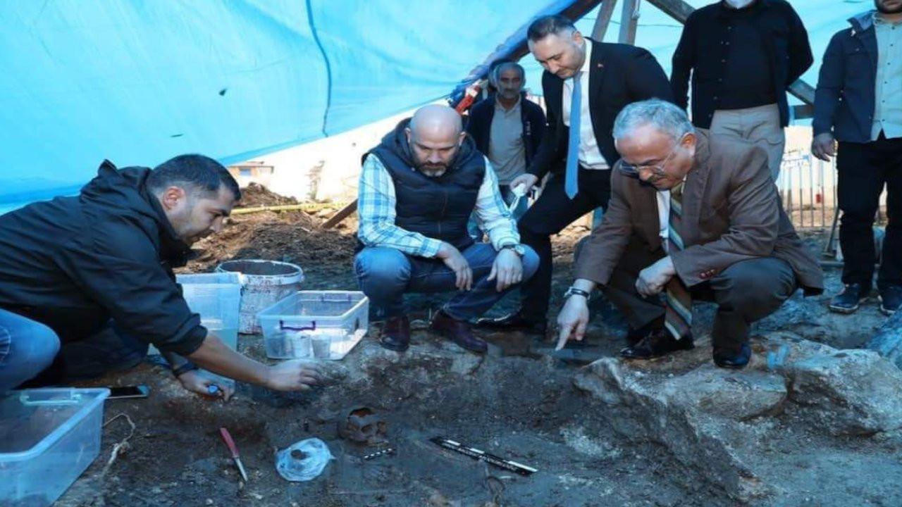 Ordu'da yol çalışması sırasında 2 bin yıllık lahit mezarlar bulundu