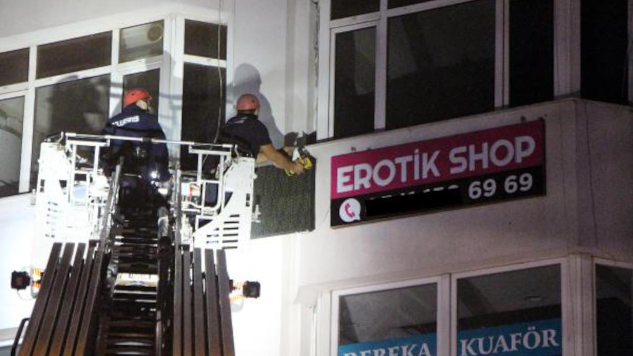 Erotik shop öğlen açıldı akşam mühürlendi