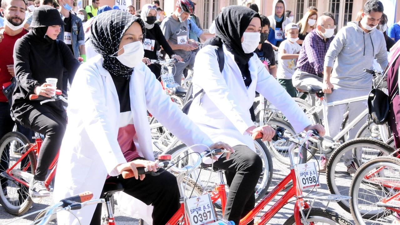 Sağlık çalışanları, 'Doktorlar Bisiklet Turu'nda stres attı