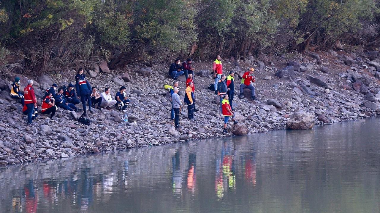 Oltasını kurtarmak isterken gölete giren sağlık çalışanı boğuldu