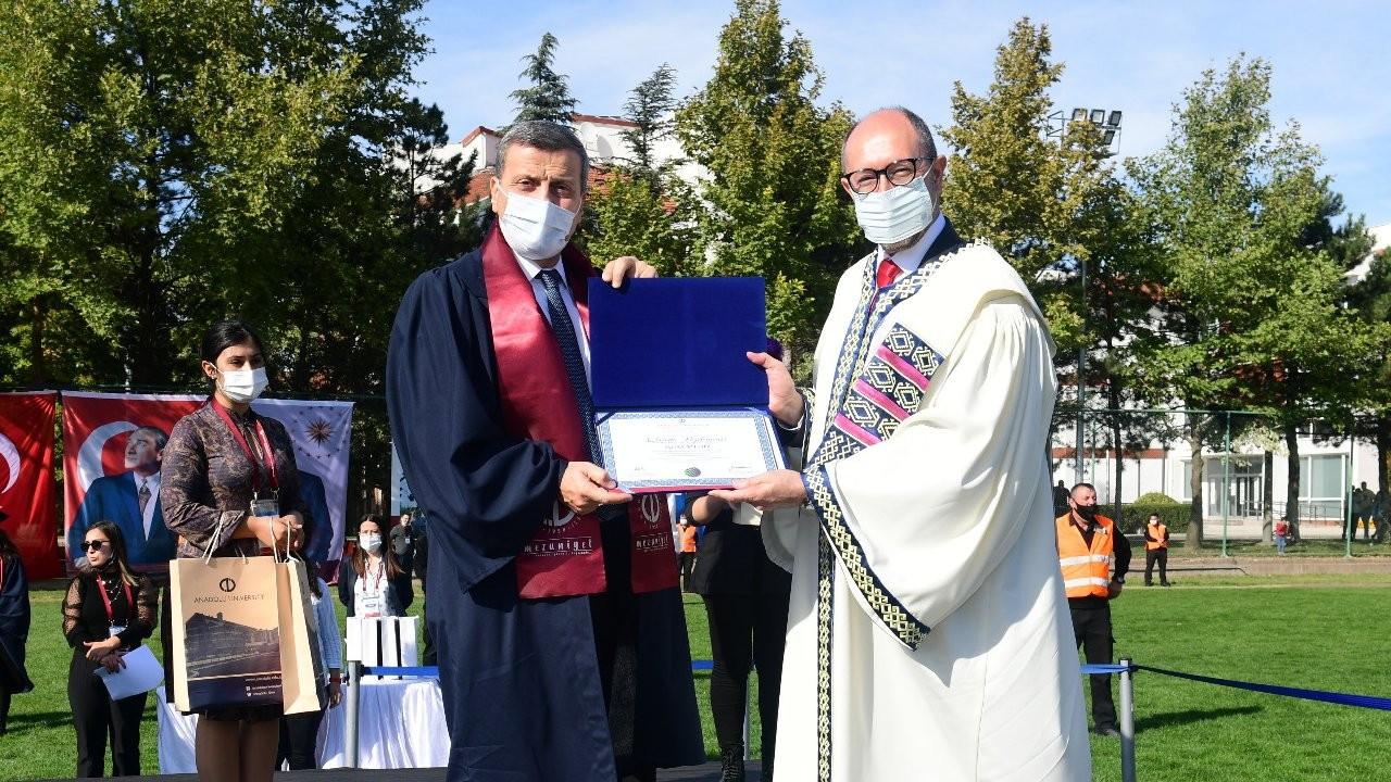 Gazi Üniversitesi Rektörü açıköğretim fakültesinden mezun oldu