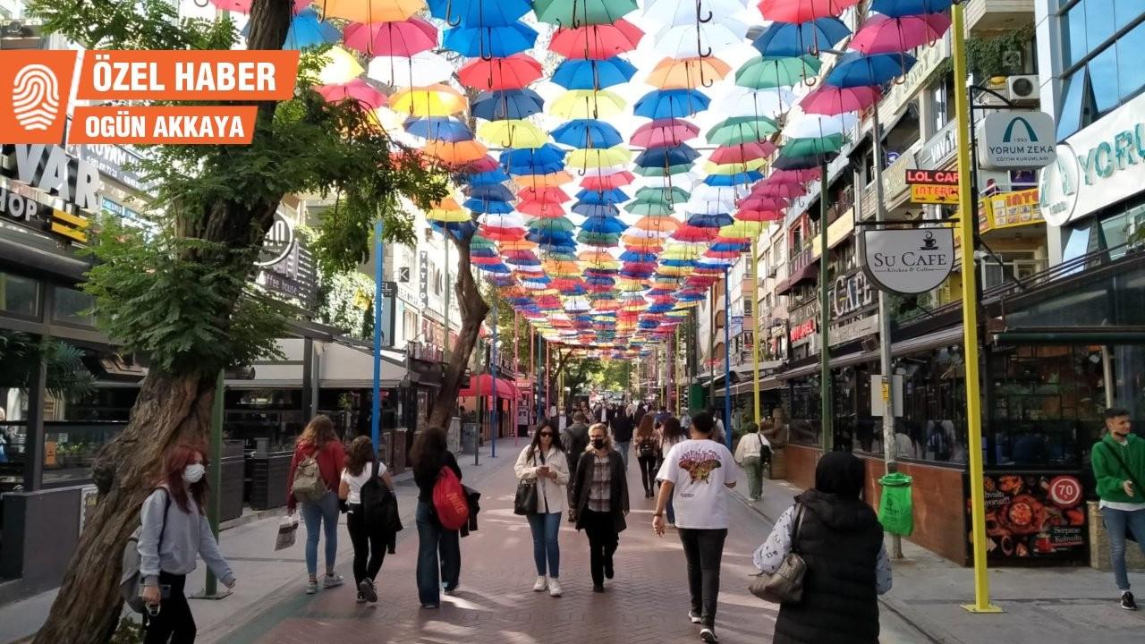 'Konur'un belleği'ne gölge düşüren şemsiyeler: Özgün değil, gereksiz