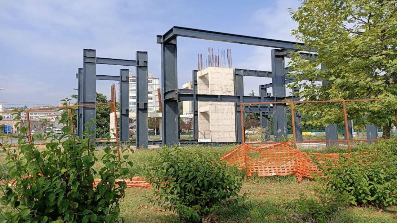 Parkın içine yapılan Kent Yönetim Merkezi inşaatını mahkeme durdurdu