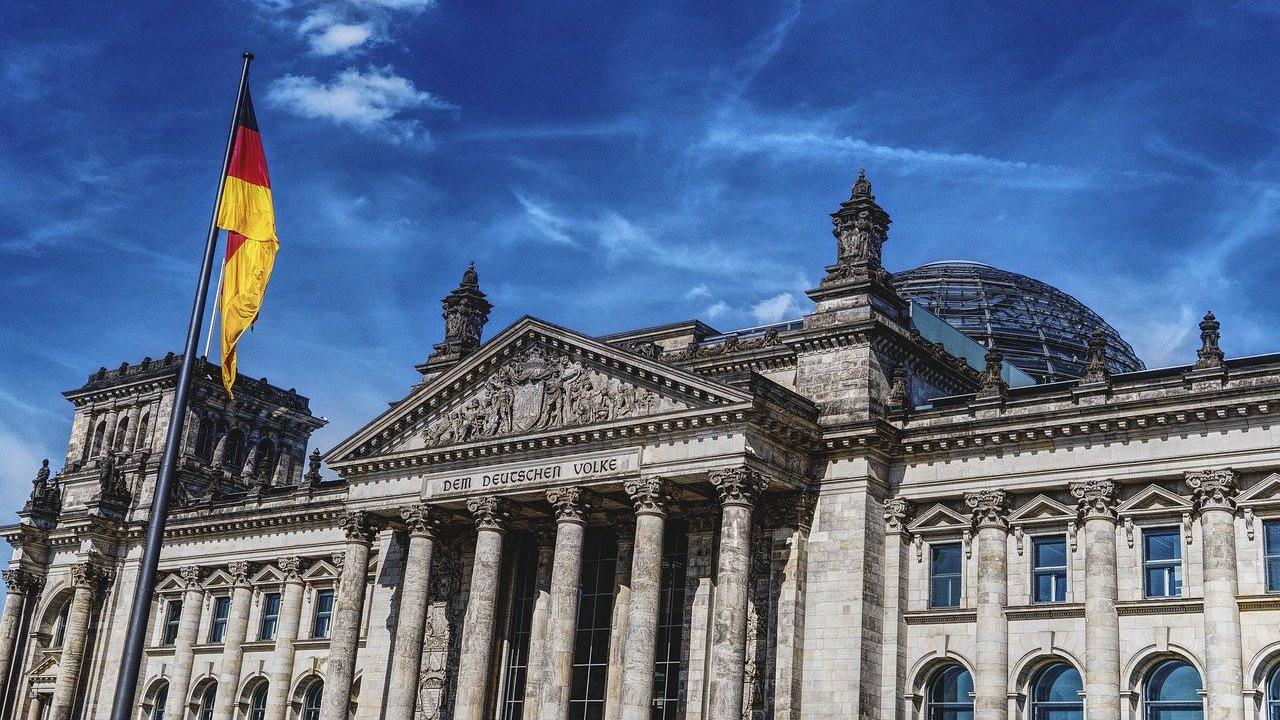 Almanya'da üçlü koalisyon için ilk somut adım atılıyor