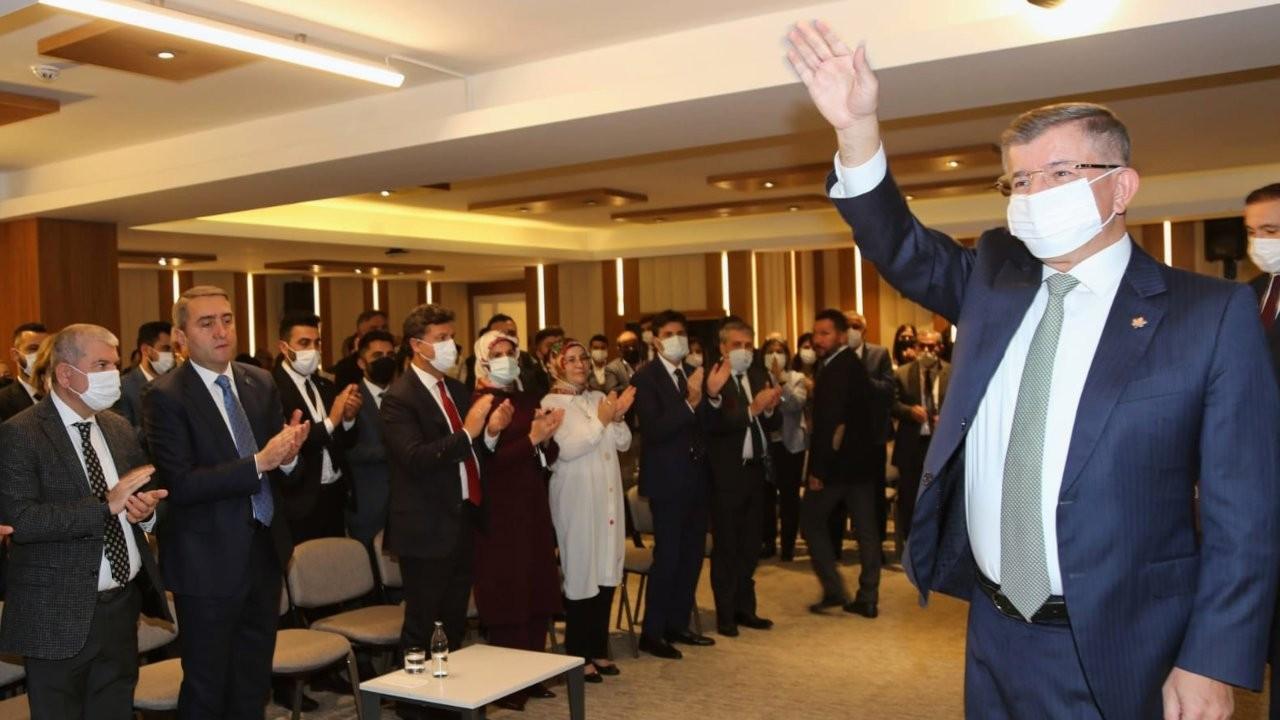 Davutoğlu: Merkez Bankası Başkanı'nı lisans öğrencisi yapmazlar
