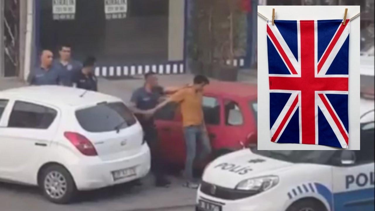 Balkona İngiliz bayrağı baskılı havlu asan İranlı için takipsizlik