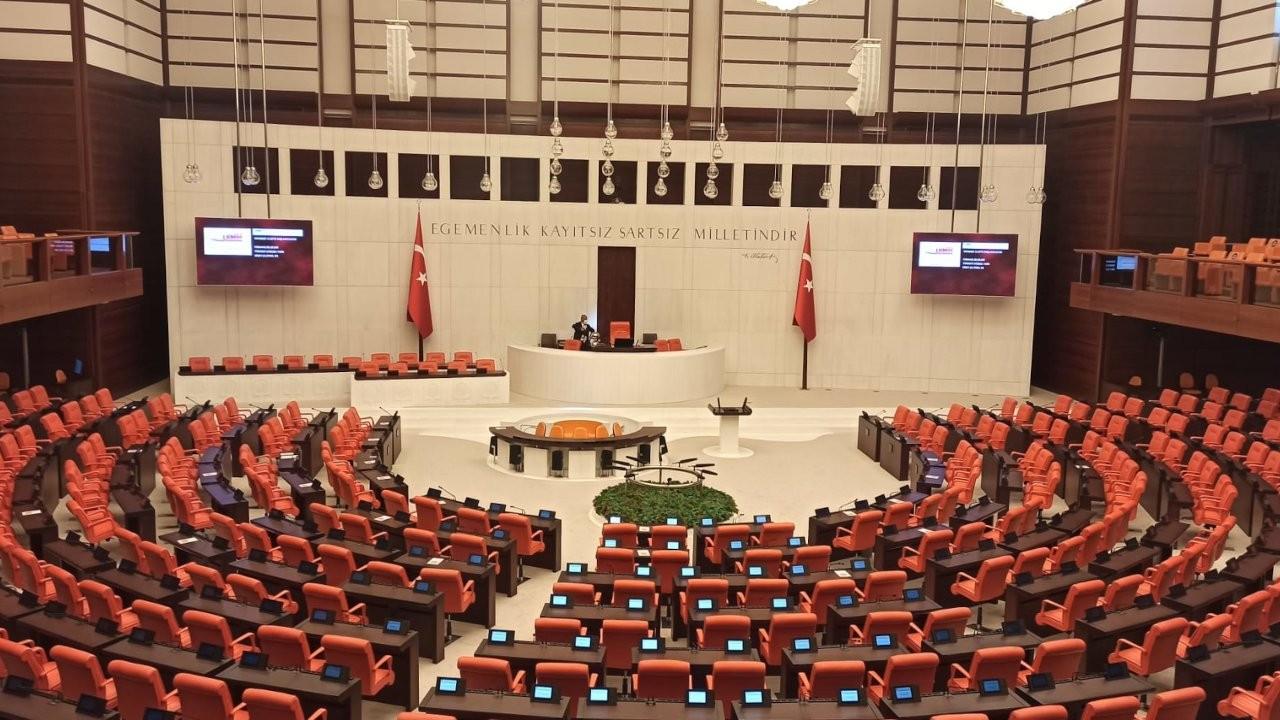 Meclis'te simultane çeviri imkanı: Dört dil arasında Kürtçe yok