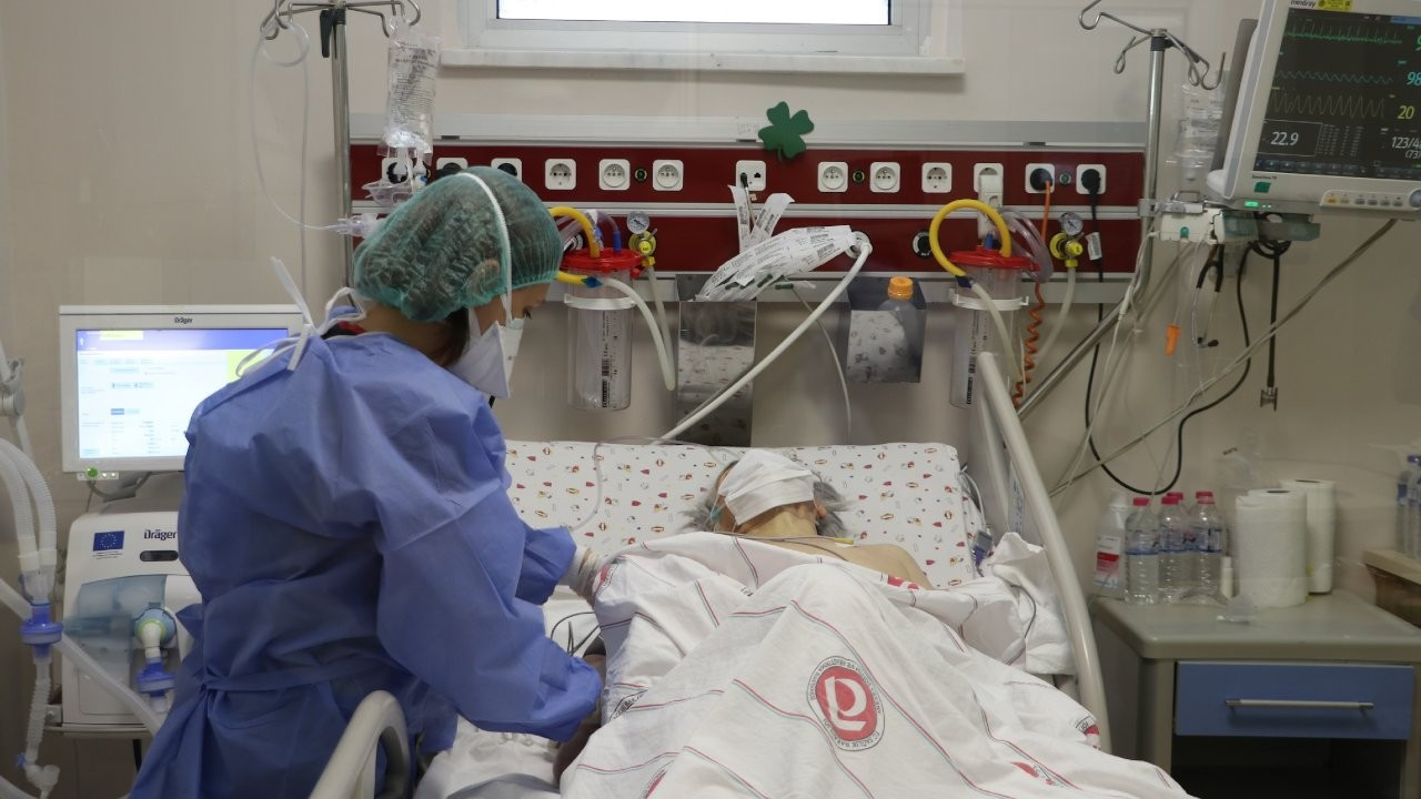 Prof. Özcan: Son 3-4 aydır yoğun bakımlar dolu