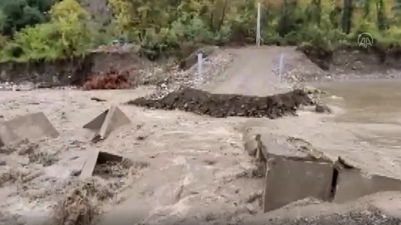 Kastamonu'da sel: Bazı köylere ulaşım kesildi