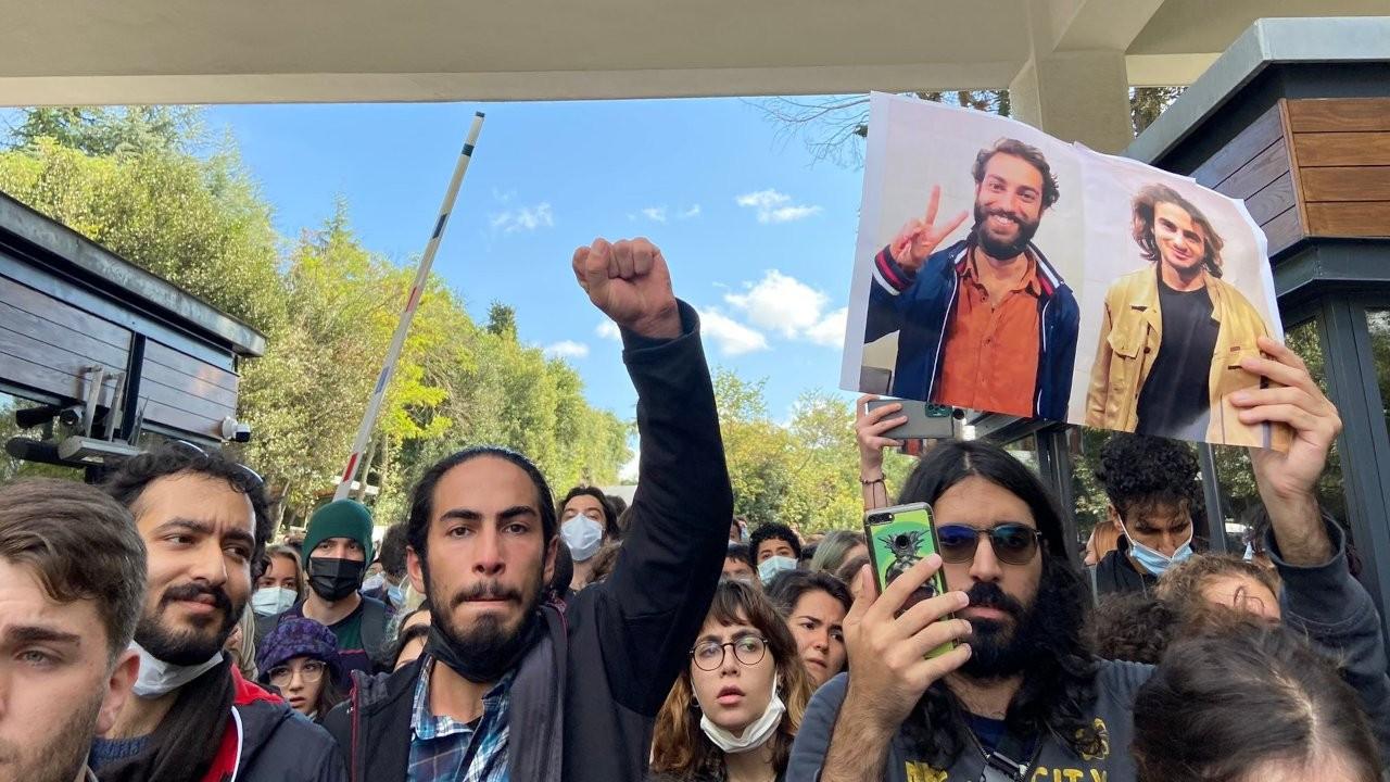 Boğaziçi'nde tutuklamaları protesto eden öğrencilere gözaltı