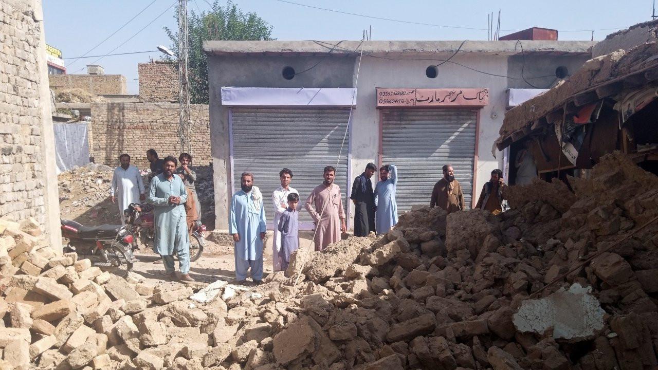Pakistan'da 5,9 büyüklüğünde deprem: En az 20 kişi öldü