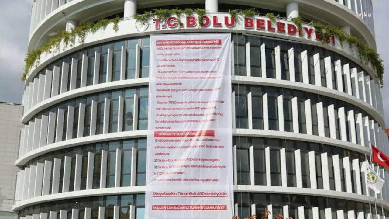 Tanju Özcan, ABD'ye karşı Erdoğan'a destek pankartı astırdı