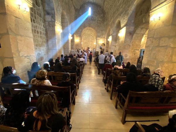 Mardin'de 1700 yıllık kilise zılgıtlarla ibadete açıldı - Sayfa 1