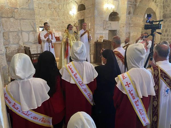 Mardin'de 1700 yıllık kilise zılgıtlarla ibadete açıldı - Sayfa 2