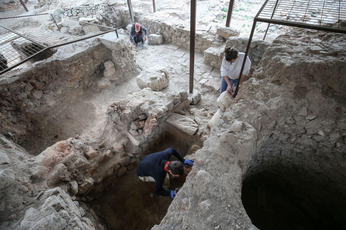 İznik'te 600 yıllık kırmızı hamurlu seramikler bulundu - Sayfa 2