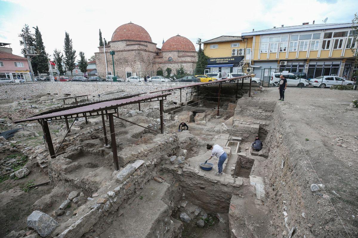 İznik'te 600 yıllık kırmızı hamurlu seramikler bulundu - Sayfa 4
