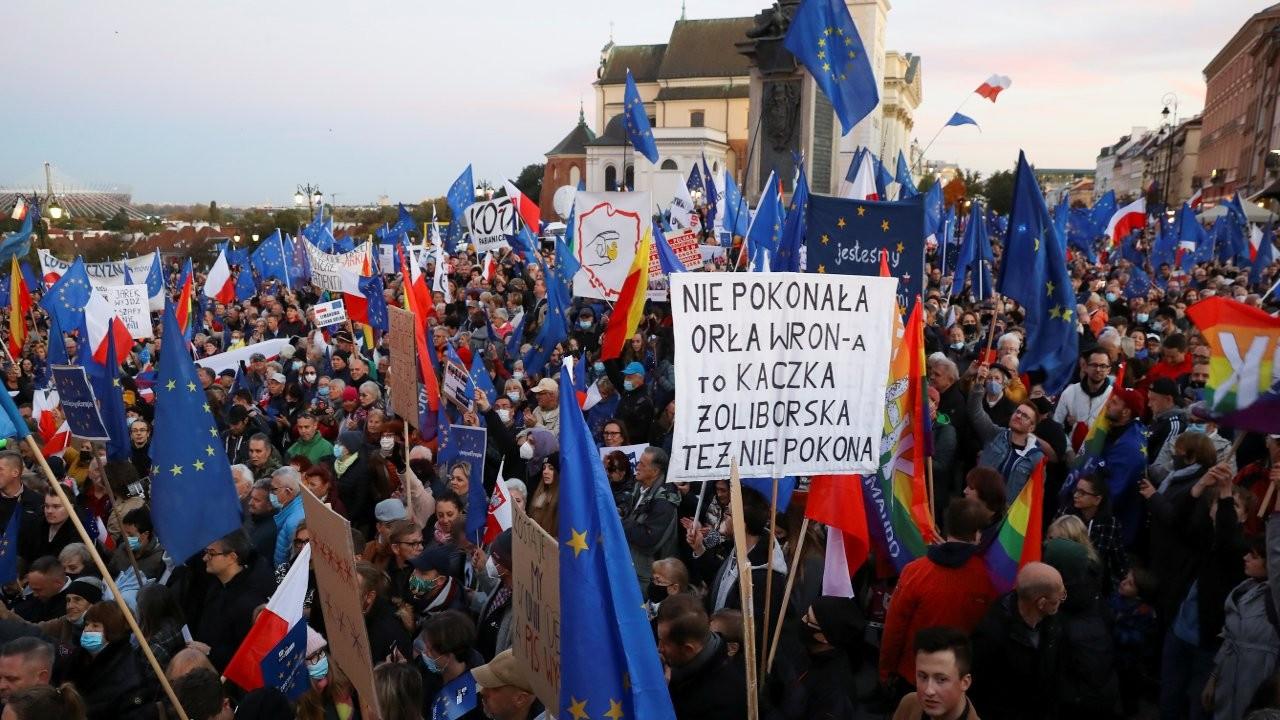 'Polexit'e karşı on binler sokağa döküldü