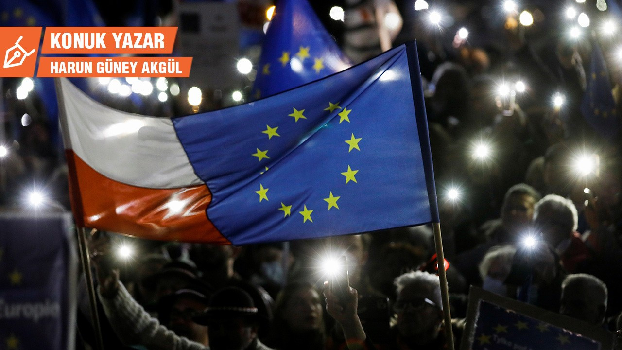Polonya'da AB yanlısı gösteriler: 'Biz Avrupa'da kalıyoruz'