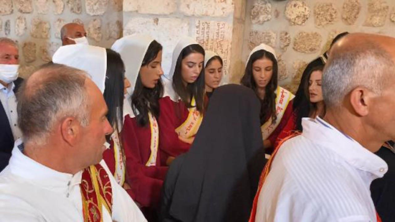 Mardin'de 1700 yıllık kilise zılgıtlarla ibadete açıldı