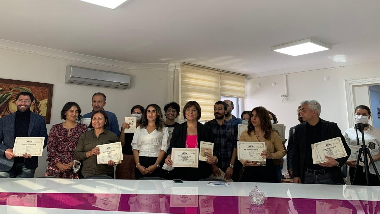 Kursu biten HDP'lilere Kürtçe dil sertifikaları verildi