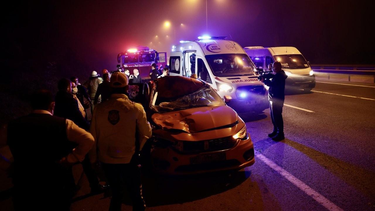 İstanbul'da taksi ata çarptı