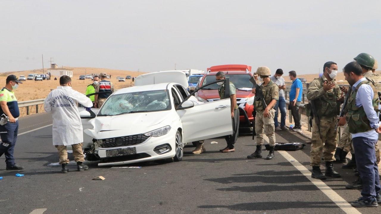 Urfa'da otomobil tarandı: Baba öldü, oğlu ağır yaralı