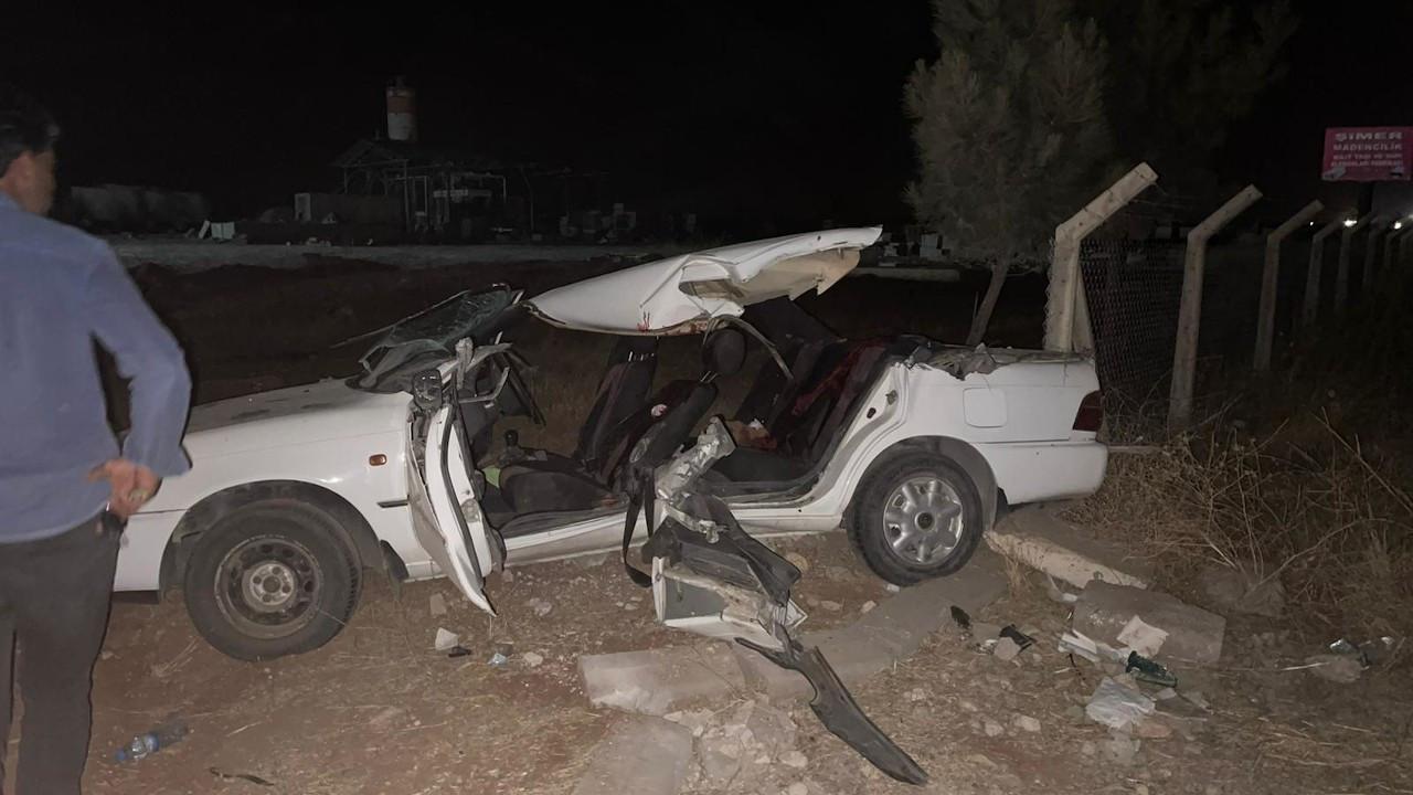Urfa'da kepçeyle otomobil çarpıştı: 2 ölü, 6 yaralı