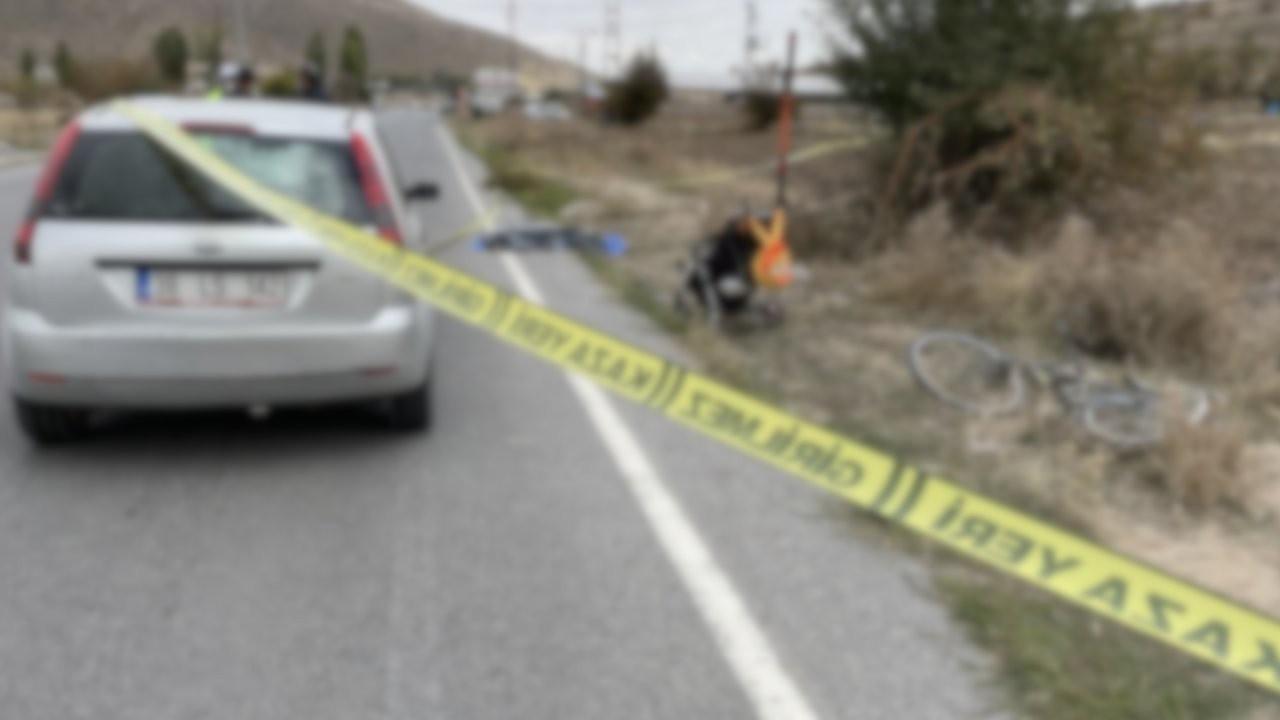 Ailesinin yanında otomobil çarpan çocuk öldü