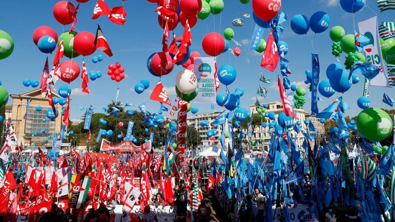 İtalya'da yaklaşık 200 bin kişi faşizme karşı yürüdü
