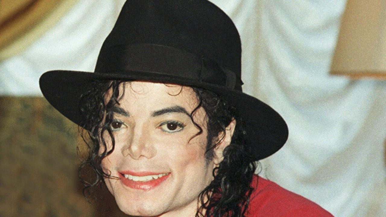Michael Jackson'ın pasaport başvuru formu satışa çıkarıldı