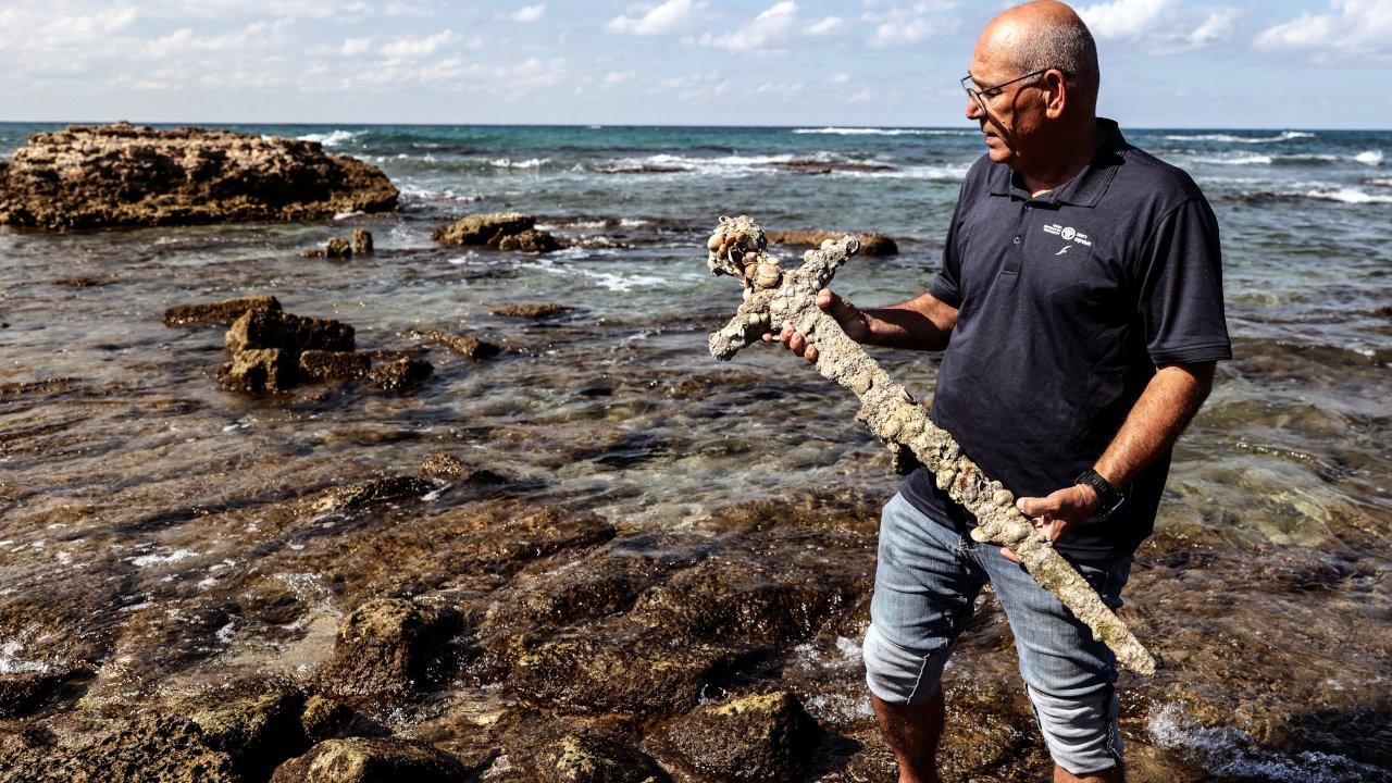 İsrailli amatör dalgıç Haçlı seferlerinden kalma kılıç buldu