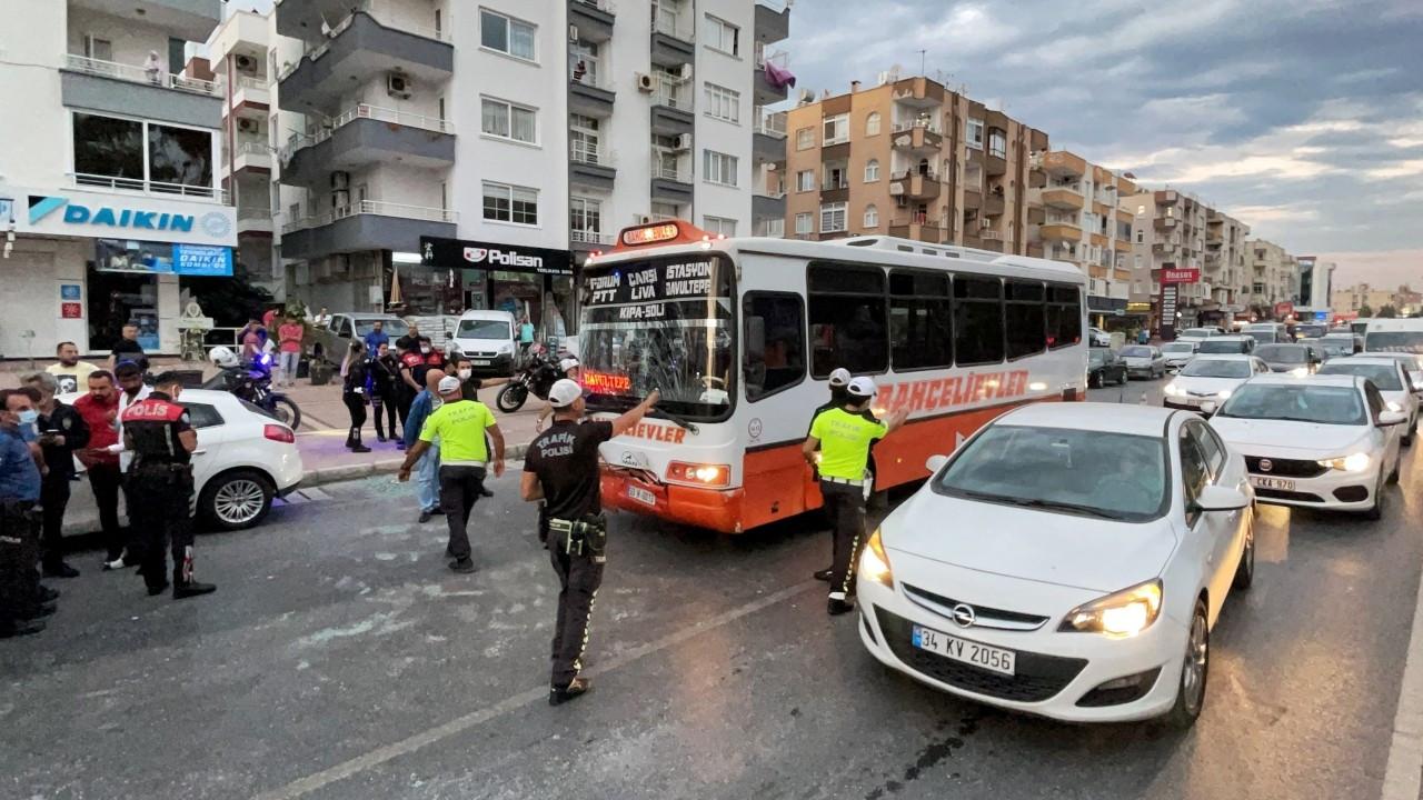 Mersin'de halk otobüsü ve minibüs çarpıştı: 20 yaralı