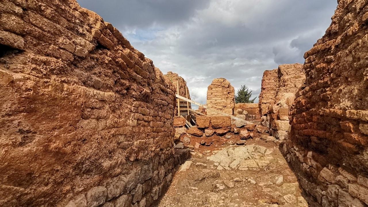 Kurul Kalesi kazılarında 14 küpe ulaşıldı