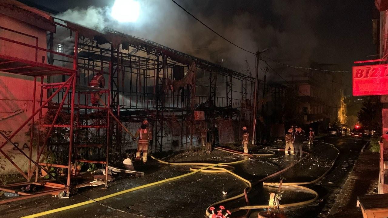 İstanbul'da bin metrekarelik lokal yandı