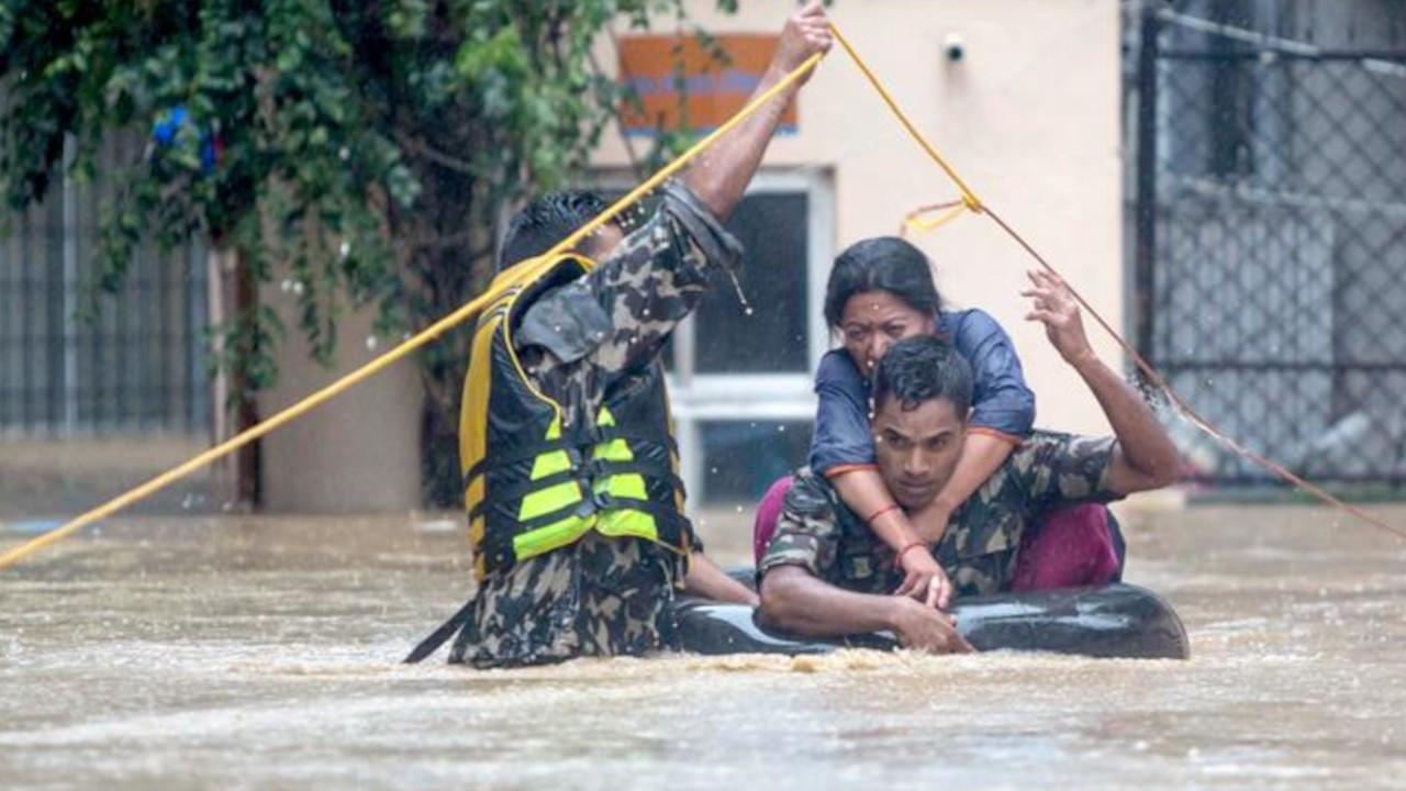 Nepal'deki sel ve heyelanlarda ölü sayısı 77'ye yükseldi
