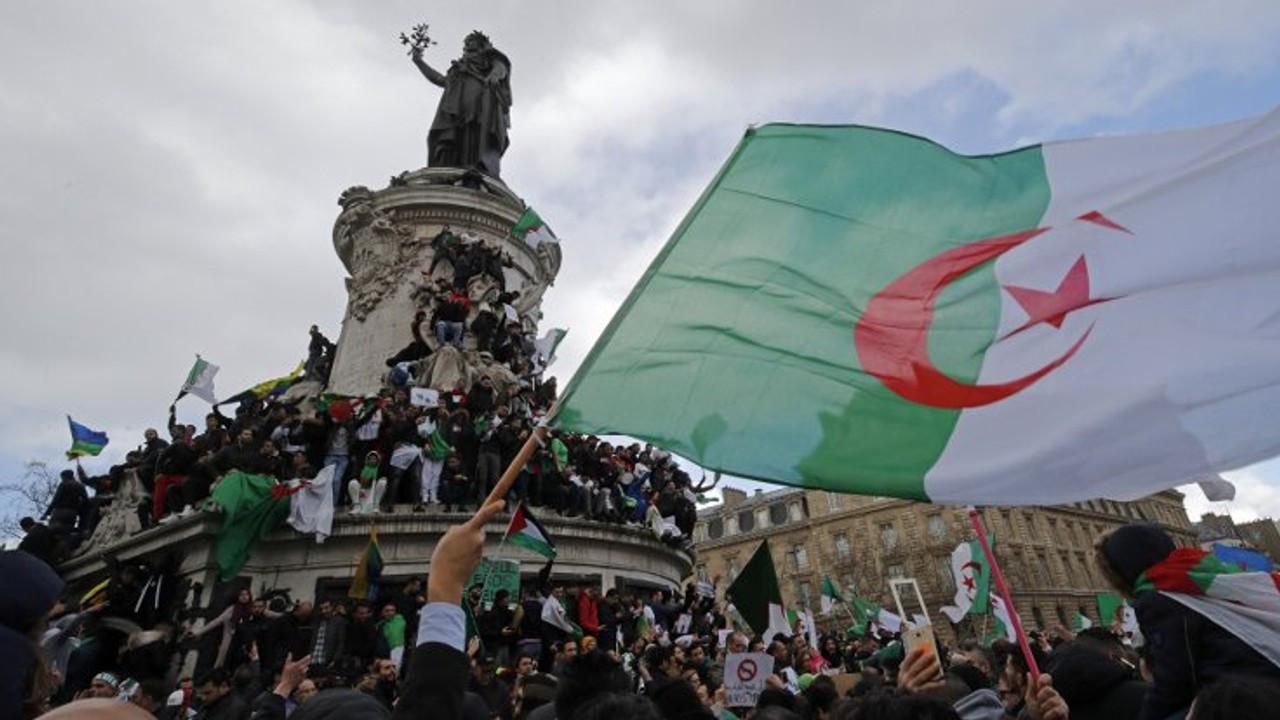 Cezayir'de iki bakanlık Fransızca kullanımını sonlandırdı