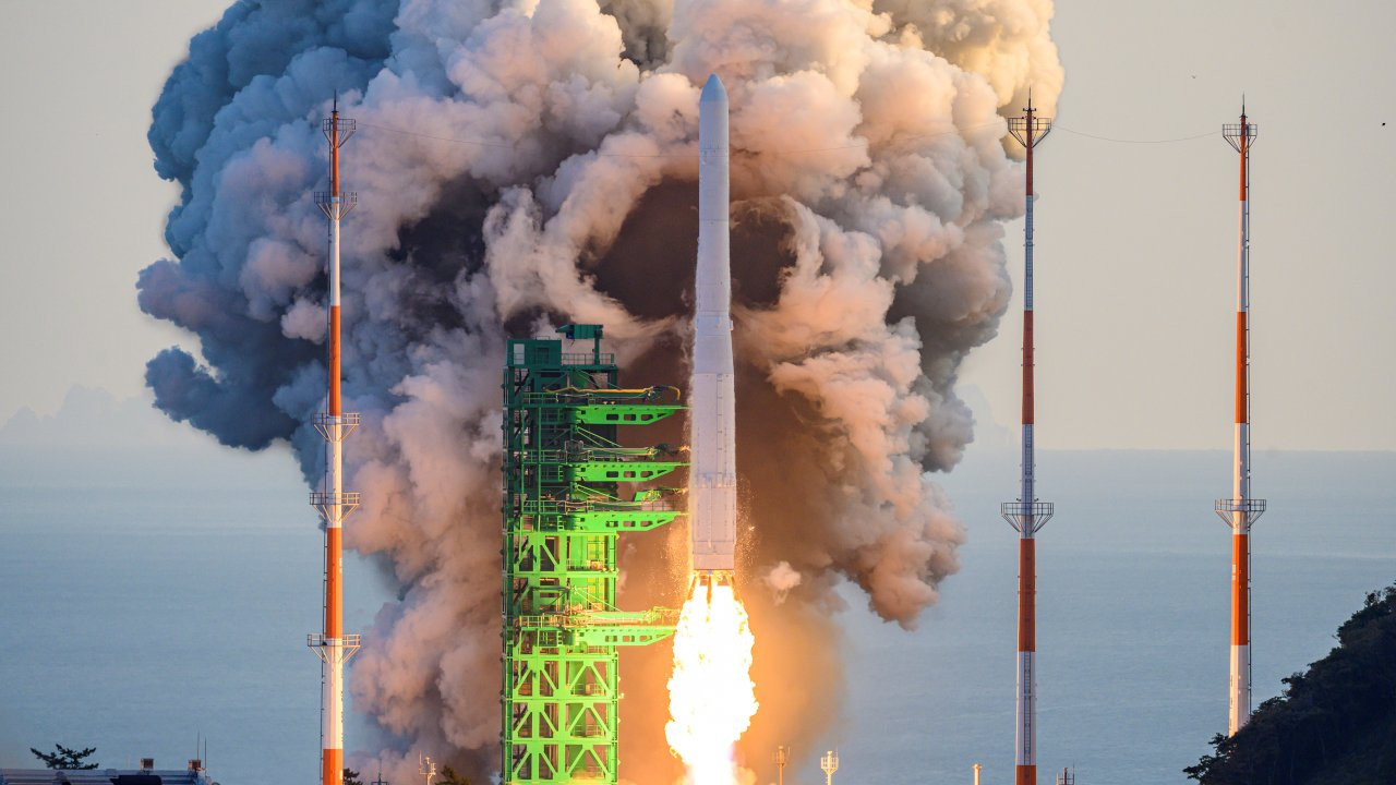 Güney Kore ilk yerli roketini uzaya fırlattı: Uydu yörüngeye oturmadı