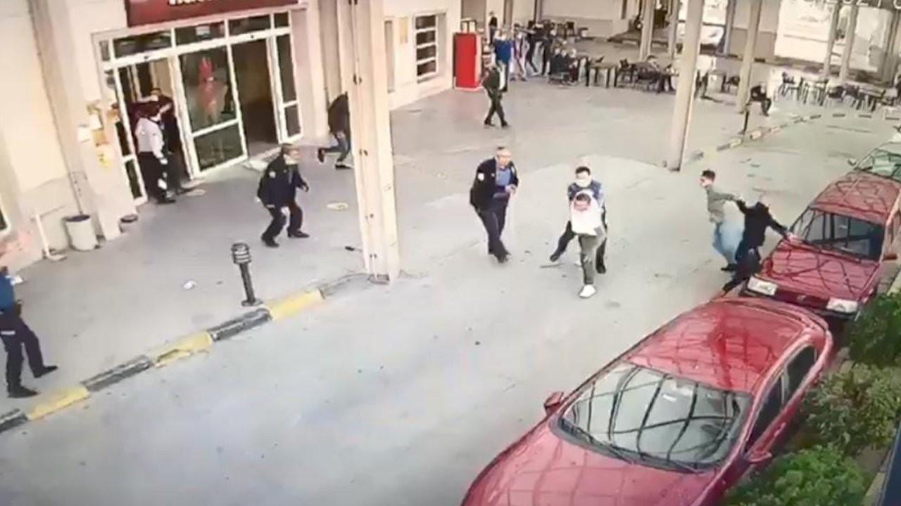 Hesap kavgası: Polisin silahını çekip iki kişiyi yaraladı