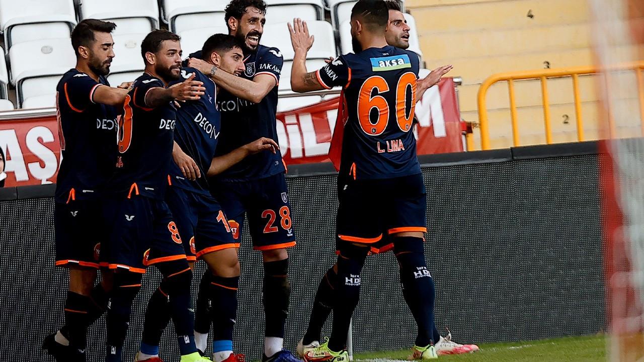 Başakşehir Antalya'dan 3 puanla dönüyor