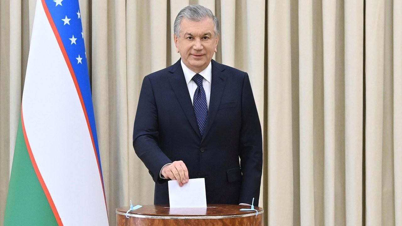 Özbekistan'da Mirziyoyev ezici farkla yeniden cumhurbaşkanı seçildi