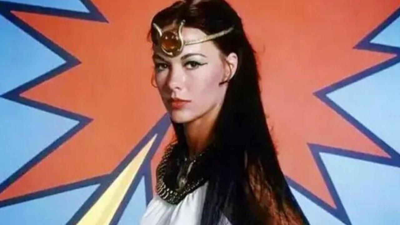 Oyuncu Joanna Cameron öldü
