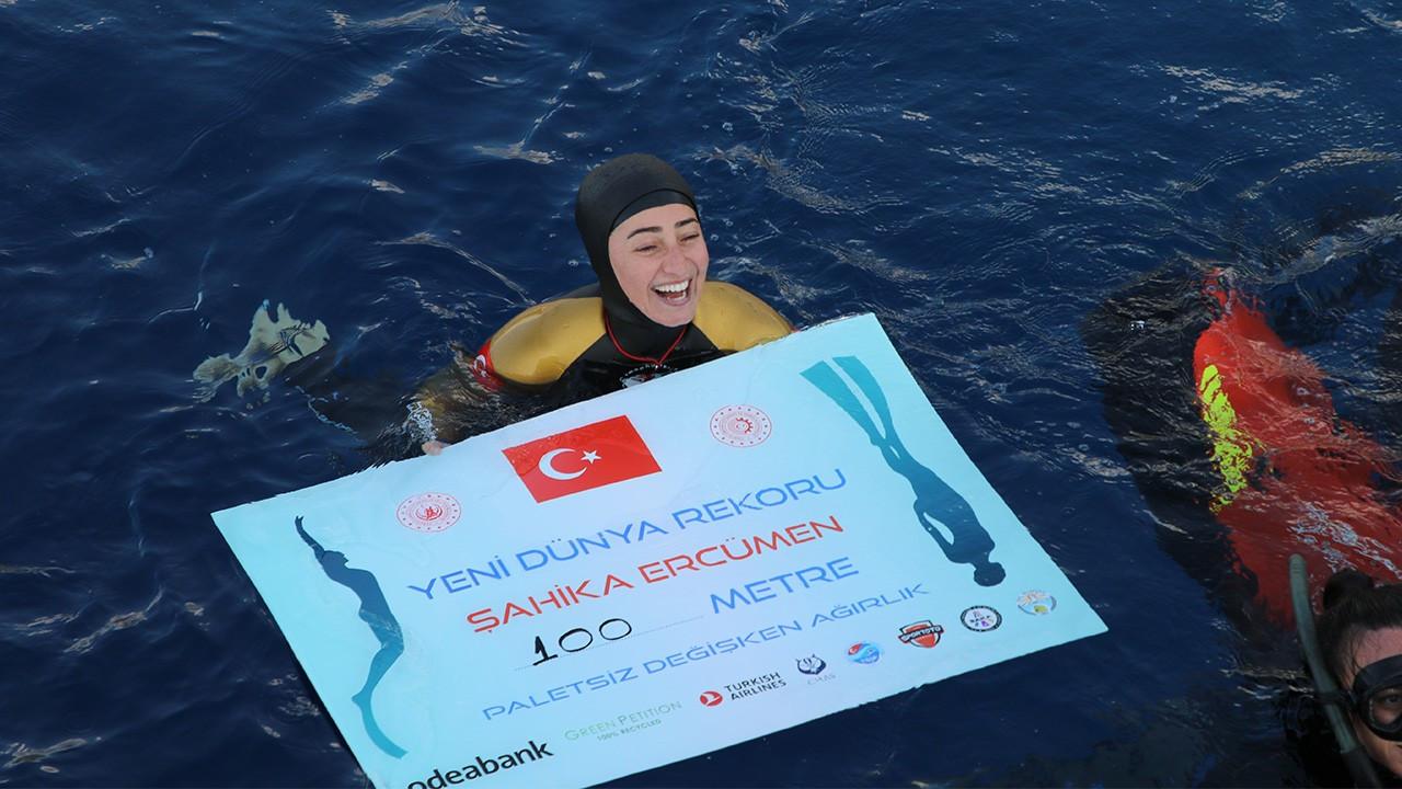 Şahika Ercümen'den dünya rekoru: Tek nefeste 100 metre daldı