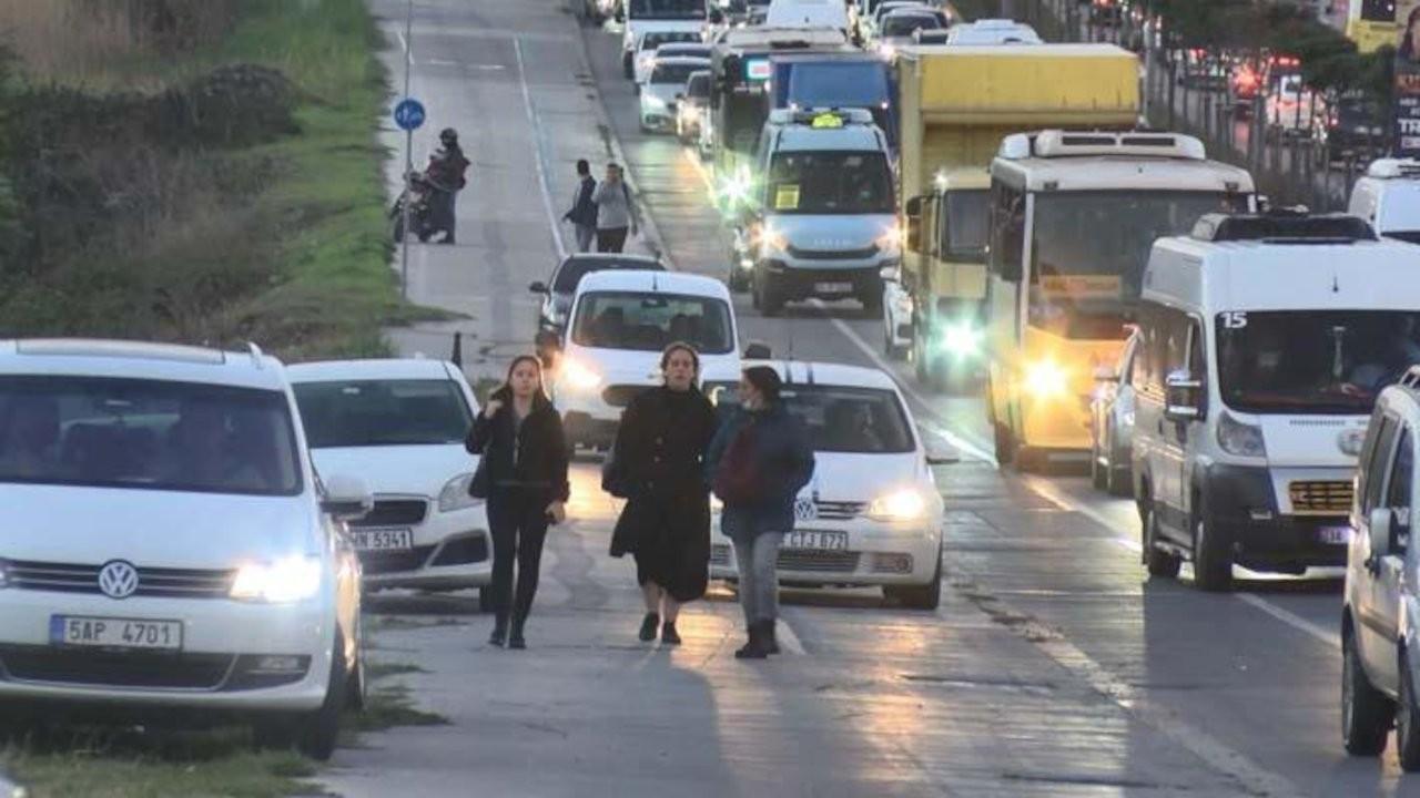 Hadımköy'de trafik: Kaldırım üçüncü şerit