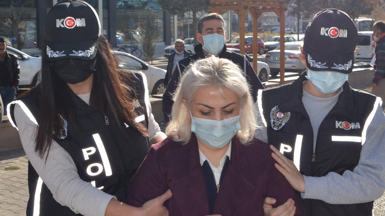 Doçentlik belgesi sahte çıkan Zehra Zulal Laçin gözaltına alındı