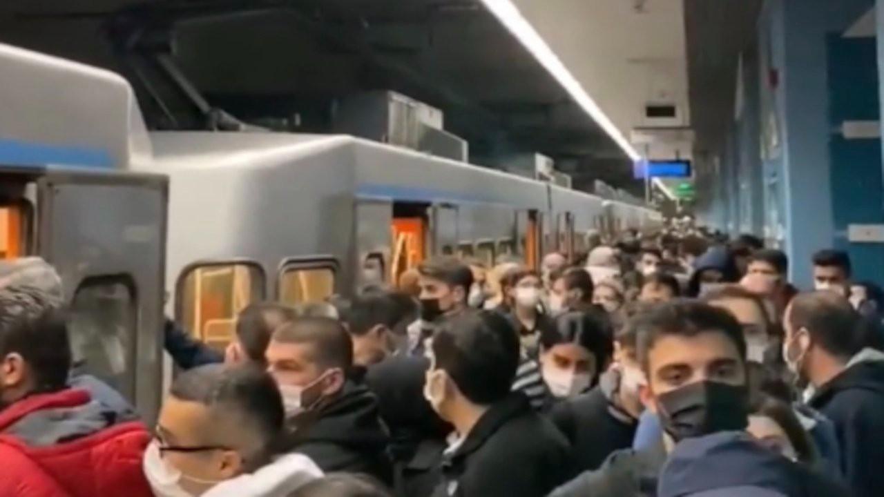 Bağcılar'da metro bozuldu, yolcular tünelde yürüdü